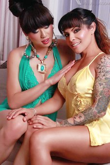 Venus Lux and TS Foxxy bone each other to orgasms at venus-lux.com