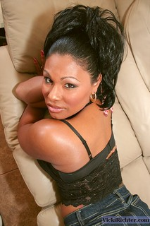 Texas born glamour girl Doll is captivating on vickirichter.com